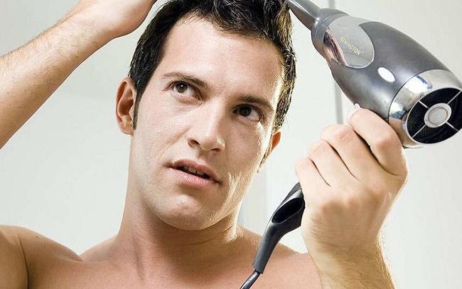 علت ریزش مو در مردان جوان