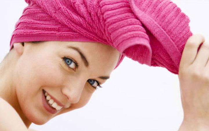 پیش از استفاده از نرم کننده آب موهای تان را بگیرید - مراقبت از مو