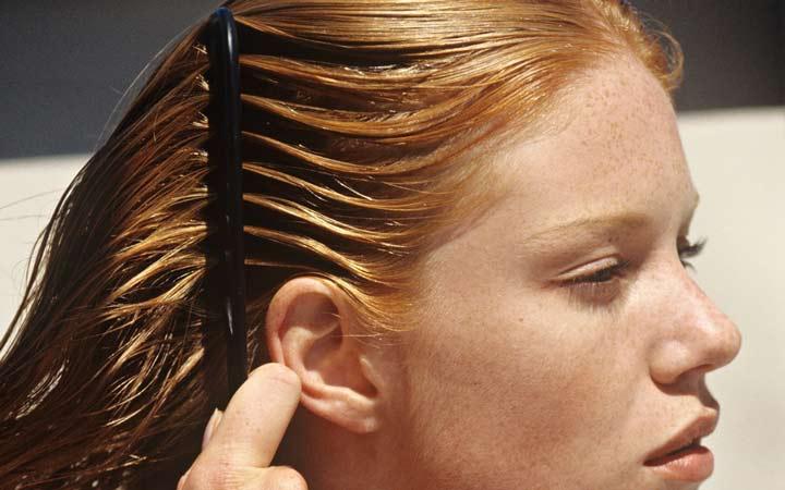 موی سالم دوبار در روز نیاز به برس کشیدن یا شانه زدن دارد - مراقبت از مو