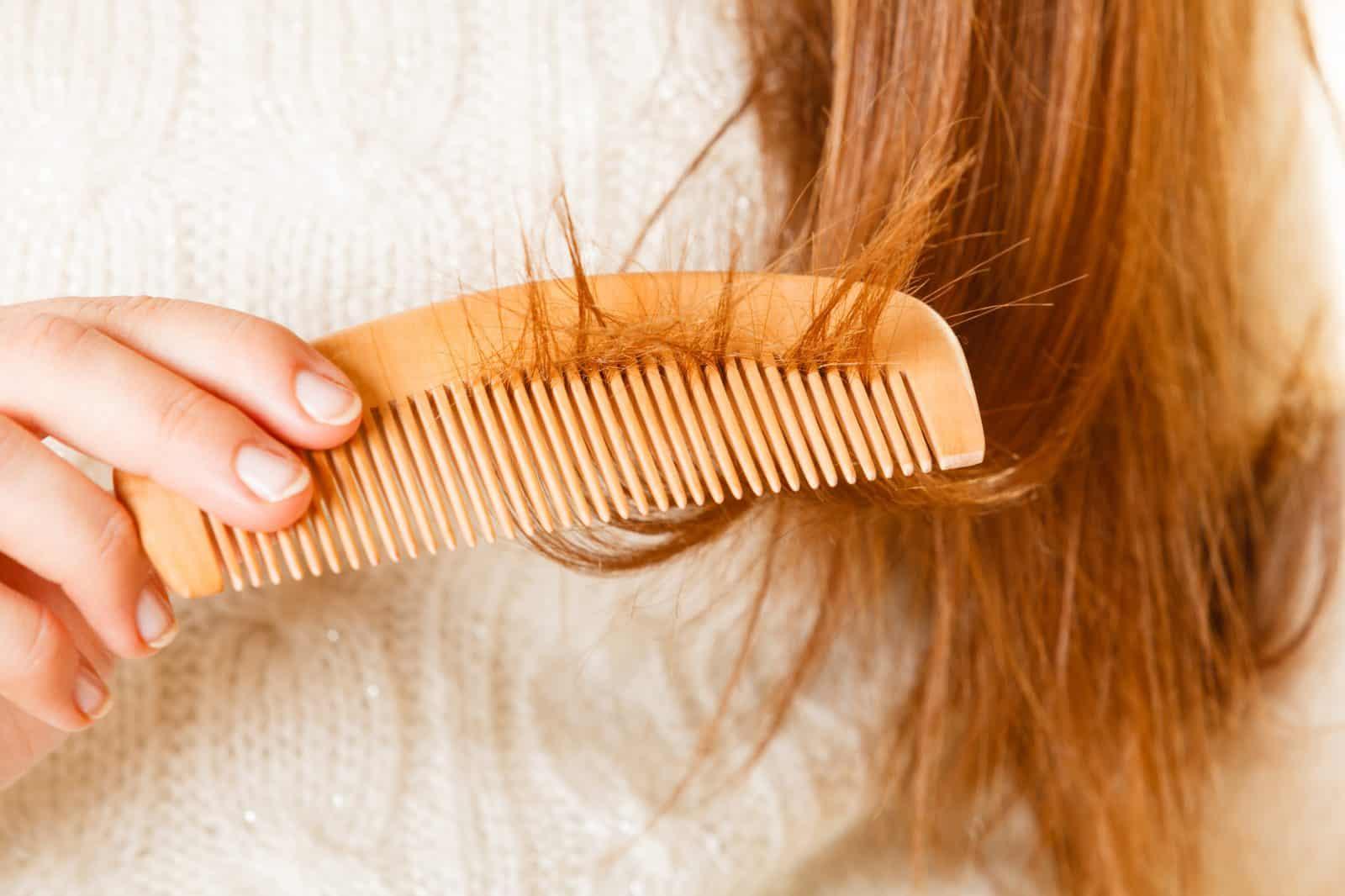 ۶ دلیل تغییر بافت و رنگ مو