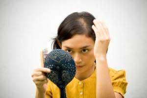 چه میزان ریزش مو در روز طبیعی است